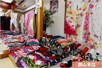 店内風景その2 - 振袖1000着以上お手にとってご覧になれます。