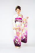 1399 白系 裾紫飾り紐、花丸 サムネイル