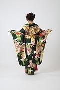 2030 緑系 大きな矢羽、笹と菊柄背面写真