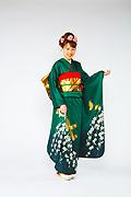618 緑系 深グリーン白い小花、金の蝶柄 サムネイル